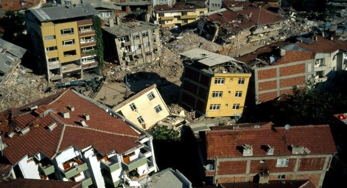 Korozyon binaları çürütüyor, deprem yıkıyor! | Bitüder Uyarıyor: Artık Uyanın !
