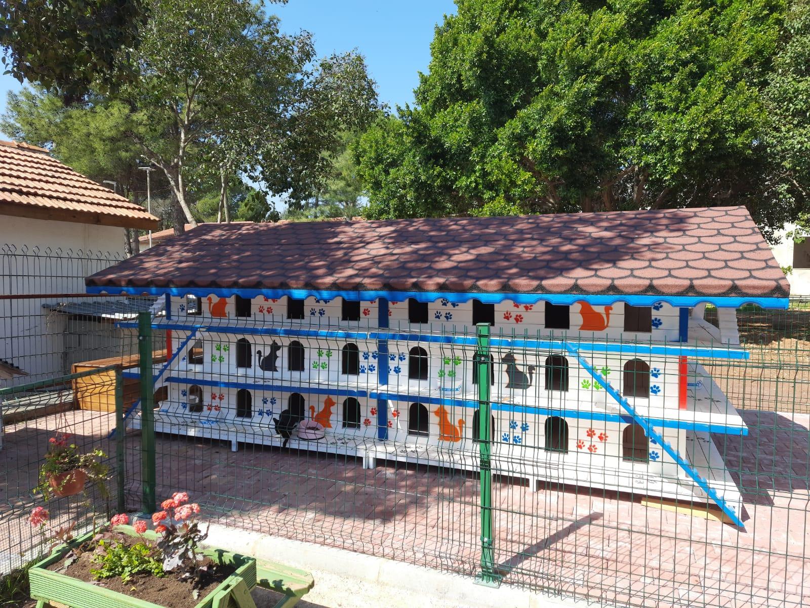 Antalya Kedi Apartmanı Çatısı Quickshingle'a Emanet